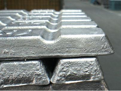 ダイカストの使用原材料はアルミニウム